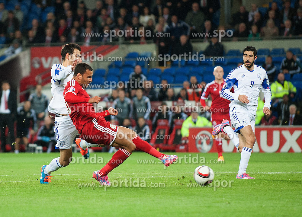 13.10.2014, City Stadium, Cardiff, WAL, UEFA Euro Qualifikation, Wales vs Zypern, Gruppe B, im Bild Wales Hal Robson-Kanu scores his sides second goal against Cyprus // 15054000 during the UEFA EURO 2016 Qualifier group B match between Wales and Cyprus at the City Stadium in Cardiff, Wales on 2014/10/13. EXPA Pictures &copy; 2014, PhotoCredit: EXPA/ Propagandaphoto/ Ian Cook<br /> <br /> *****ATTENTION - OUT of ENG, GBR*****
