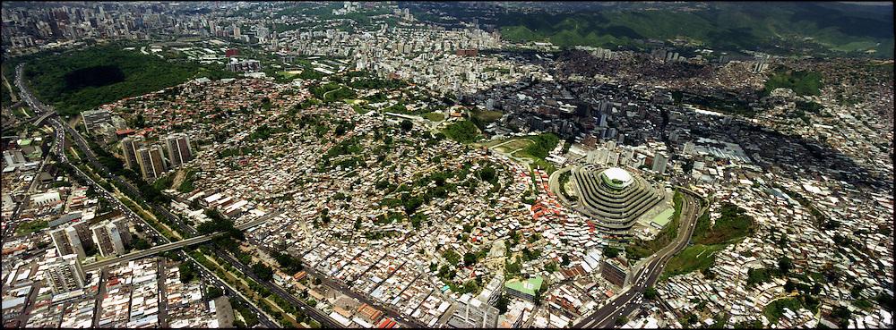 PANORAMIC OF CARACAS / PANORAMICAS DE CARACAS<br /> Photography by Aaron Sosa<br /> Caracas - Venezuela 2004<br /> (Copyright &copy; Aaron Sosa)