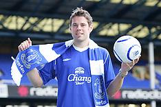 050105 Everton sign James Beattie