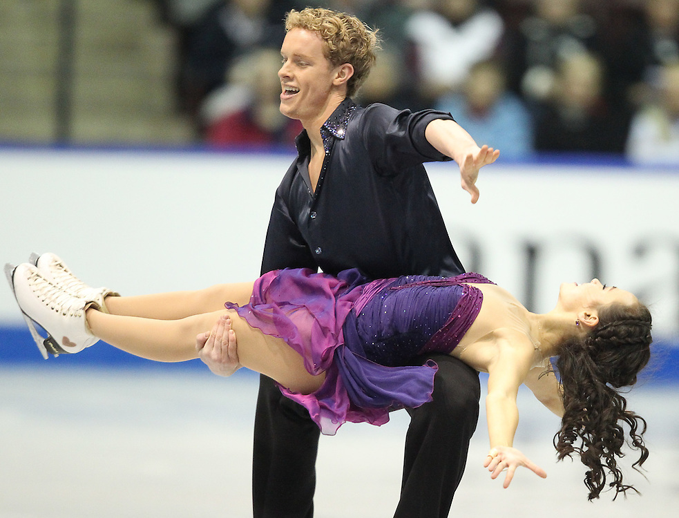 GJR442 -20111029- Mississauga, Ontario,Canada-  Madison Chock  and  Evan Bates of The United States perform their free skate at Skate Canada International, in Mississauga, Ontario, October 29, 2011.<br /> AFP PHOTO/Geoff Robins