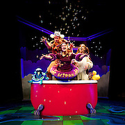 Big Red Bath Performance Images - Full House Theatre