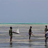 Zanzibar : childrens and wind