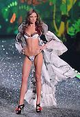 11/19/2009 - 2009 Victoria's Secret Fashion Show - Edit