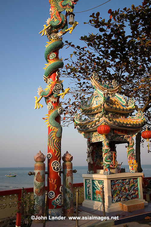 The Chinese Pagoda at the Hua Hin Wharf is a popular viewpoint of the ocean, fishing boats offshore before or after a cool sundowner next door at one of the sea view bars or restaurants.