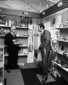 1971 - 19/10 Hector Grey Bargain Salesman