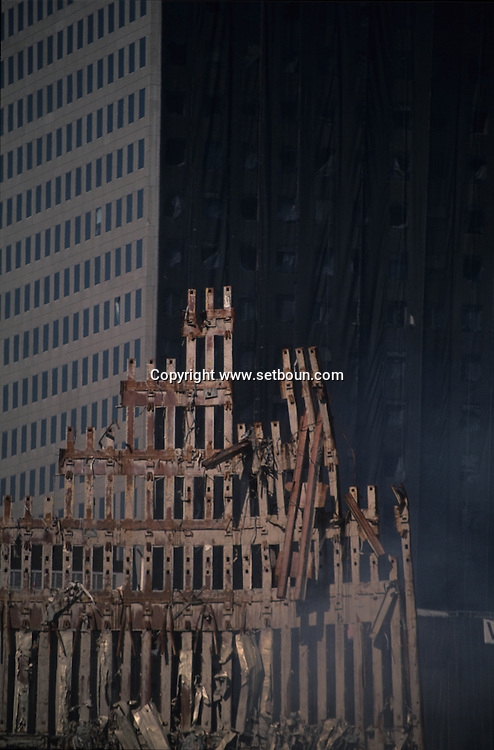 New York 9/11.  The destroyed skyline after the terrorist attack  on the world trade center towers in Manhattan. New york   /   9 septembre, Le skyline detruit, apres l attaque terroriste sur les tours du world trade center a Manhattan,   New york  USA