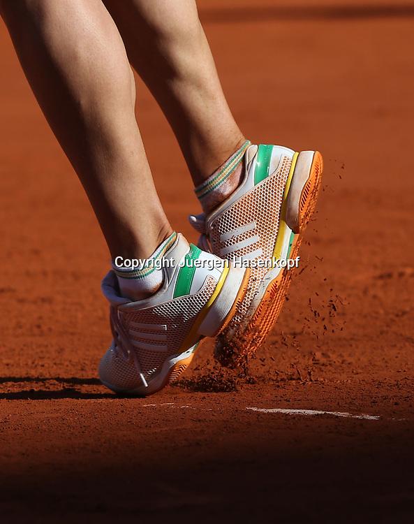French Open 2014, Roland Garros,Paris,ITF Grand Slam Tennis Tournament, Damen Halbfinale,Fuesse/ Schuhe von Andrea Petkovic (GER) beim Aufschlag,Hochformat,Detail,Symbolfoto,close-up,