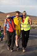 Jan-Marcel van Dijken op de zesde racedag. In Battle Mountain (Nevada) wordt ieder jaar de World Human Powered Speed Challenge gehouden. Tijdens deze wedstrijd wordt geprobeerd zo hard mogelijk te fietsen op pure menskracht. Ze halen snelheden tot 133 km/h. De deelnemers bestaan zowel uit teams van universiteiten als uit hobbyisten. Met de gestroomlijnde fietsen willen ze laten zien wat mogelijk is met menskracht. De speciale ligfietsen kunnen gezien worden als de Formule 1 van het fietsen. De kennis die wordt opgedaan wordt ook gebruikt om duurzaam vervoer verder te ontwikkelen.<br /> <br /> Jan-Marcel van Dijken on the sixth racing day. In Battle Mountain (Nevada) each year the World Human Powered Speed Challenge is held. During this race they try to ride on pure manpower as hard as possible. Speeds up to 133 km/h are reached. The participants consist of both teams from universities and from hobbyists. With the sleek bikes they want to show what is possible with human power. The special recumbent bicycles can be seen as the Formula 1 of the bicycle. The knowledge gained is also used to develop sustainable transport.