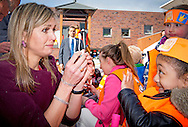 22-4-2016 - AMSTERDAM - King Willem-Alexander and Queen Maxima attend Friday April 22 at a portion of the King Games in Amsterdam. The day begins with a festive breakfast, then we dance by the students and sports. In Amsterdam, more than 28,500 students from 133 schools participated in the King Games. They are accompanied by around 2,800 teachers. breakfast at the King Games and sports students at various locations in Amsterdam. This year will open the royal couple King Games on primary Drost Burg. COPYRIGHT ROBIN UTRECHT<br /> 22-4-2016 - AMSTERDAM - Koning Willem-Alexander en Koningin Maxima wonen vrijdagochtend 22 april een deel bij van de Koningsspelen in Amsterdam. De dag begint met een feestelijk ontbijt, daarna wordt er door de leerlingen gedanst en gesport. In Amsterdam doen ruim 28.500 leerlingen van 133 basisscholen mee aan de Koningsspelen. Zij worden begeleid door rond de 2.800 leerkrachten. Tijdens de Koningsspelen ontbijten en sporten de leerlingen op diverse locaties in Amsterdam. Dit jaar zal het Koningspaar de Koningsspelen openen op basisschool Drostenburg. COPYRIGHT ROBIN UTRECHT