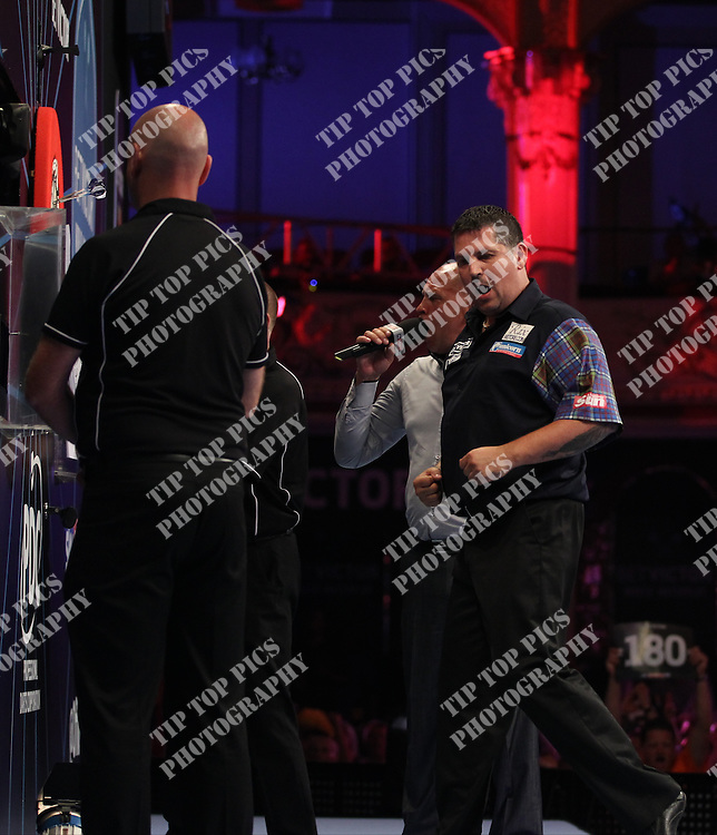 PDC WORLD MATCHPLAY 2014,2nd ROUND ,STEVE BUNTTING, GARY ANDERSON ,PIC CHRIS SARGEANT,<br /> TIPTOPPICS