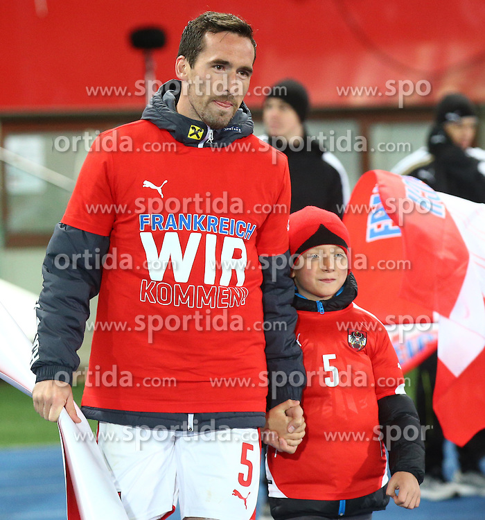 12.10.2015, Ernst Happel Stadion, Wien, AUT, UEFA Euro 2016 Qualifikation, Oesterreich vs Liechtenstein, Gruppe G, im Bild Christian Fuchs (AUT) mit Sohn // during the UEFA EURO 2016 qualifier group G between Austria and Liechtenstein at the Ernst Happel Stadion, Vienna, Austria on 2015/10/12. EXPA Pictures © 2015, PhotoCredit: EXPA/ Thomas Haumer