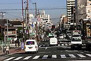 Een van de drukke straten in Osaka