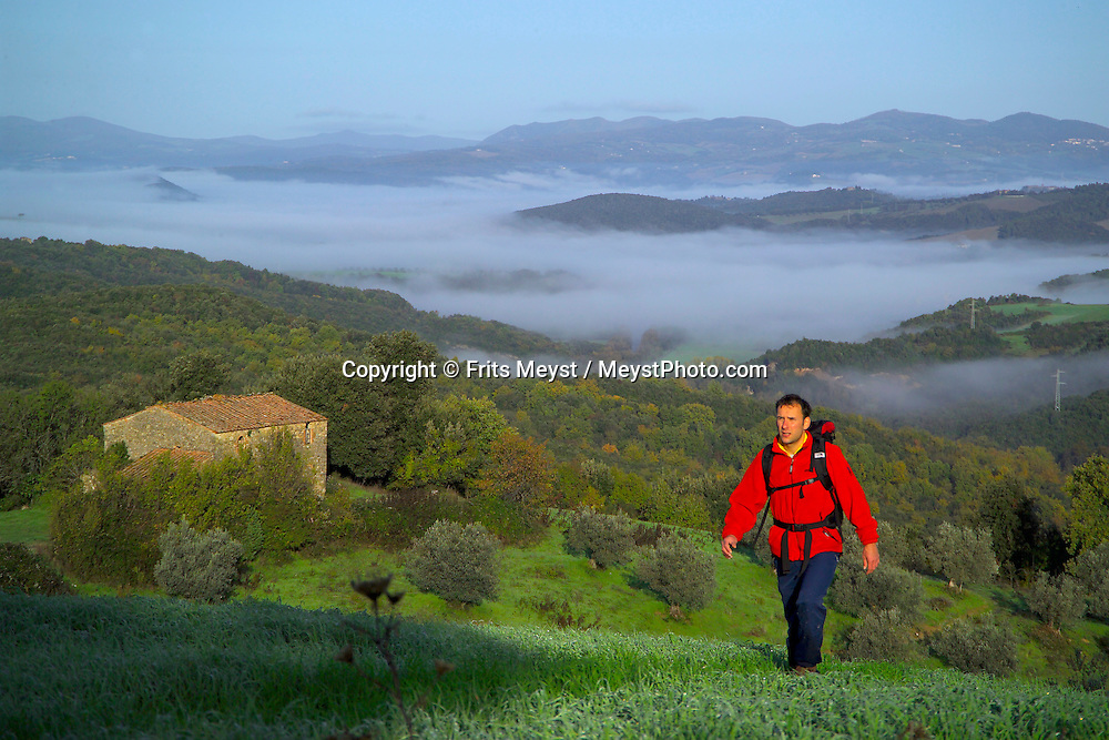 Pomerance, Tuscany, Italy, November 2005. Autumn Fog covers the tuscan valleys.  Trekking in the hills of Tuscany means spectacular landscapes, medieval walled towns and lots of good food, olive oil and wine. Photo by Frits Meyst/Adventure4ever.com