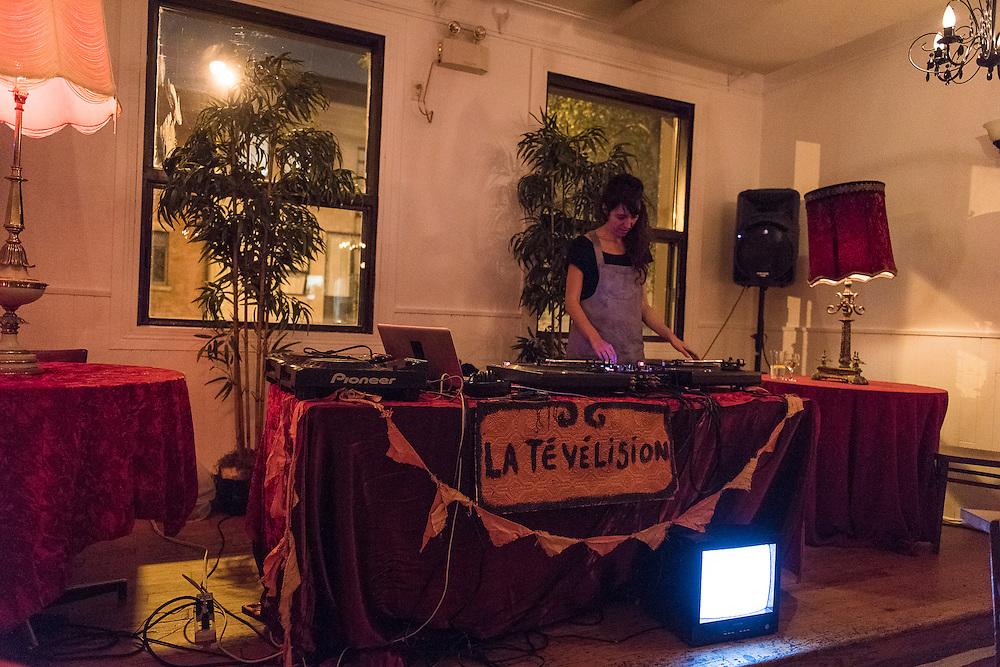 DJ JULIE DELORME<br /> QUARTIER G&Eacute;N&Eacute;RAL. La Sala Rossa. Lundi 17 octobre 2016.
