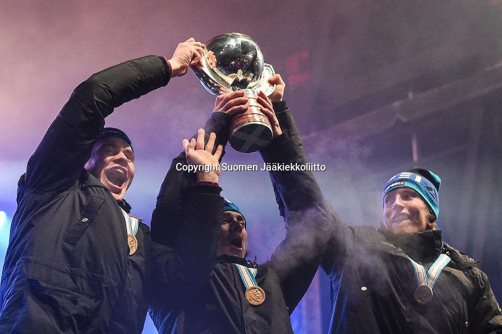 Nuoret Leijonat juhli maailmanmestaruutta Mäntymäen kentällä keskiviikkona 6. tammikuuta 2016.