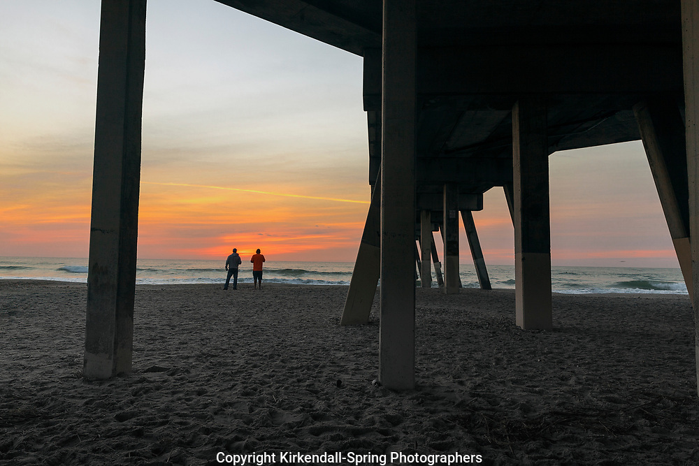 NC00933-00...NORTH CAROLINA - Sunrise at Johnnie Mercer Pier on Wrightsville Beach.