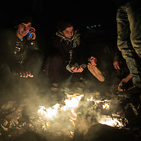 Migrants warming after crossing the Aegean sea from Turkey. FEDEICO SCOPPA/CAPTA