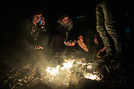 Migrants warming after crossing the Aegean sea from Turkey. FEDEICO SCOPPA/CAPTA