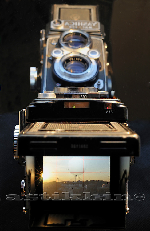 Shooting old Yashica Mat-124 in New York City.
