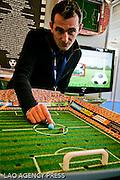 William Semur , médaille d'argent aux concours Lépine en 2004 présente un concept de jeu innovant :: le stadium Billon.