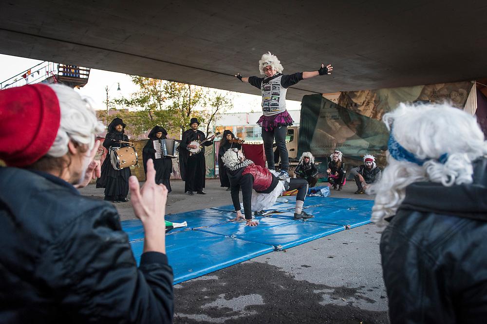 Les Mongoles & La Fanfare Carmagnole, Viaduc Saint-Laurent / Van Horne, Samedi 17 octobre 2015