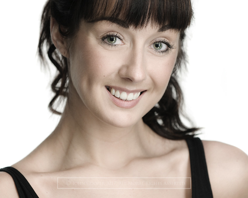 Headshot of musical theatre actress Lisa Mathieson