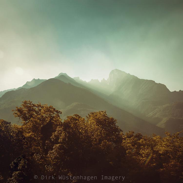 Sonnenaufgang in den Alpen, Spluga, Italien