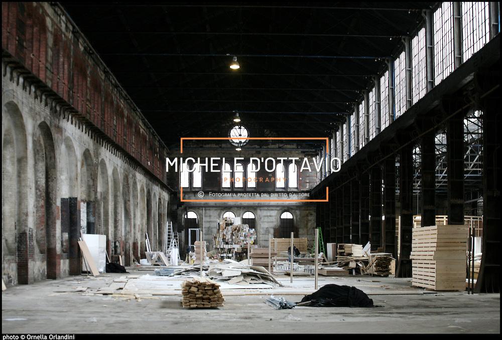 OGR Torino, dicembre 2008.<br /> Chiude la mostra TO11. Vengono smontate le strutture che hanno ospitato le opere esposte.