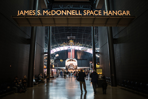 File:Eingang vom James S. McDonnell Space Hangar.jpg - Wikimedia ...