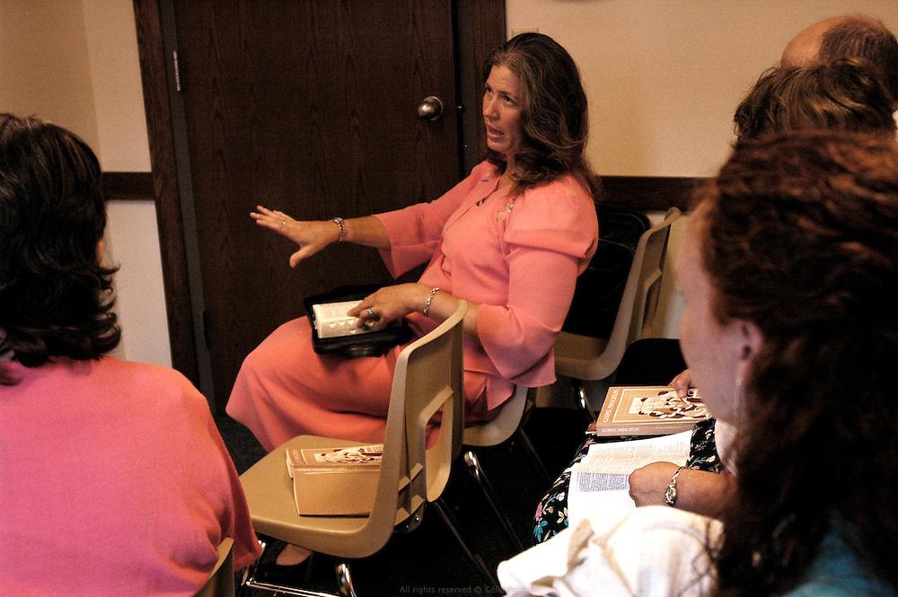 Groupe de discussion autour des écritures le dimanche à l'église de Jésus Christ des saints des derniers jours. Moberly, Missouri, USA, 2006-2007