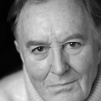Robert Hardy in Oxfordshire<br /> Photographed in 2005<br /> <br /> Picture by Flo Smith<br /> <br /> <br /> WORLD RIGHTS
