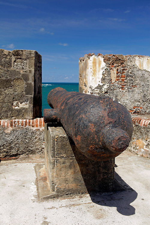 USA, Puerto Rico, San Juan. Cannon at the El Moro Fortress, a UNESCO World Heritage Site.
