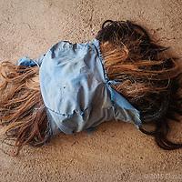 Pelo de crin de caballo utilizado en el tejido de correas para monturas.
