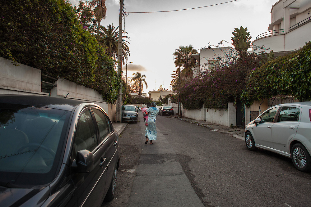 Casablanca, March 2015. M. has finished her day's work and leaving home with her child. She's 20 and comes from a village called Boujad. She didn't study, and started working to mantain the family with other 5 children. Then she met a guy who promised to marry her, but disappeared after discovering her pregnancy. M. decided to escape to Casablanca to avoid being deiscovered by the family and after some months she comes into contact with the association SOLIDARITE' FEMININE.