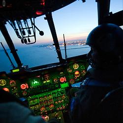 Activit&eacute; de la Flottille 32F bas&eacute;e sur la BAN de Lanv&eacute;oc-Poulmic. Maintenance, entra&icirc;nements h&eacute;litreuillage et missions d'assistance de l'h&eacute;licopt&egrave;re SA321G Super Frelon de la Marine Nationale<br /> Avril 2010 / Lanv&eacute;oc (29) / FRANCE<br /> Voir le reportage complet (210 photos) http://sandrachenugodefroy.photoshelter.com/gallery/2010-04-Au-crepuscule-du-Super-Frelon-Complet/G00007PsbeX9o9w0/C0000yuz5WpdBLSQ