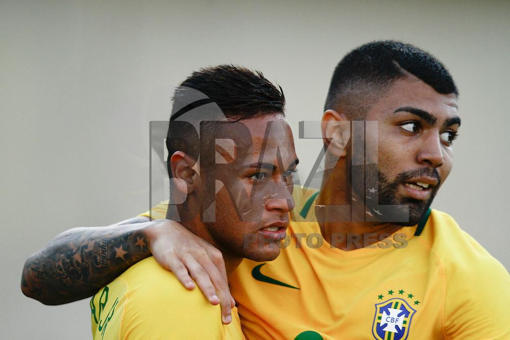 GOIANIA, GO, 30.07.2016 - BRASIL-JAP&Atilde;O - Gabriel Barbosa comemora gol com Neymar no jogo da sele&ccedil;&atilde;o ol&iacute;mpica brasileira de futebol no Est&aacute;dio Serra Dourada, em Goi&acirc;nia (GO), neste s&aacute;bado,30. contra o Jap&atilde;o, em prepara&ccedil;&atilde;o para os Jogos Ol&iacute;mpicos do Rio.<br /> (Foto: Kelly Nascimento/Brazil Photo Press)