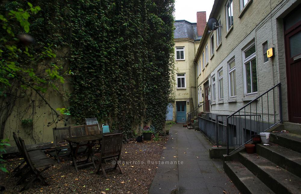 90 Jahre SAGA GWG. Die SAGA GWG ist Hamburgs größter Wohnungsbaukonzern. Fast jeder sechste Hamburger wohnt zur Miete in einer SAGA-Wohnung. Die Wohnungsbauten der SAGA GWG haben viele Stadtviertel der Hansestadt innerhalb der letzten 90 Jahre maßgeblich mitgeprägt. In ihnen spiegeln sich die bewegten Zeitläufe und die wechselnden architektonischen und städtebaulichen Leitbilder seit den 20er-Jahren des vergangenen Jahrhunderts wider.