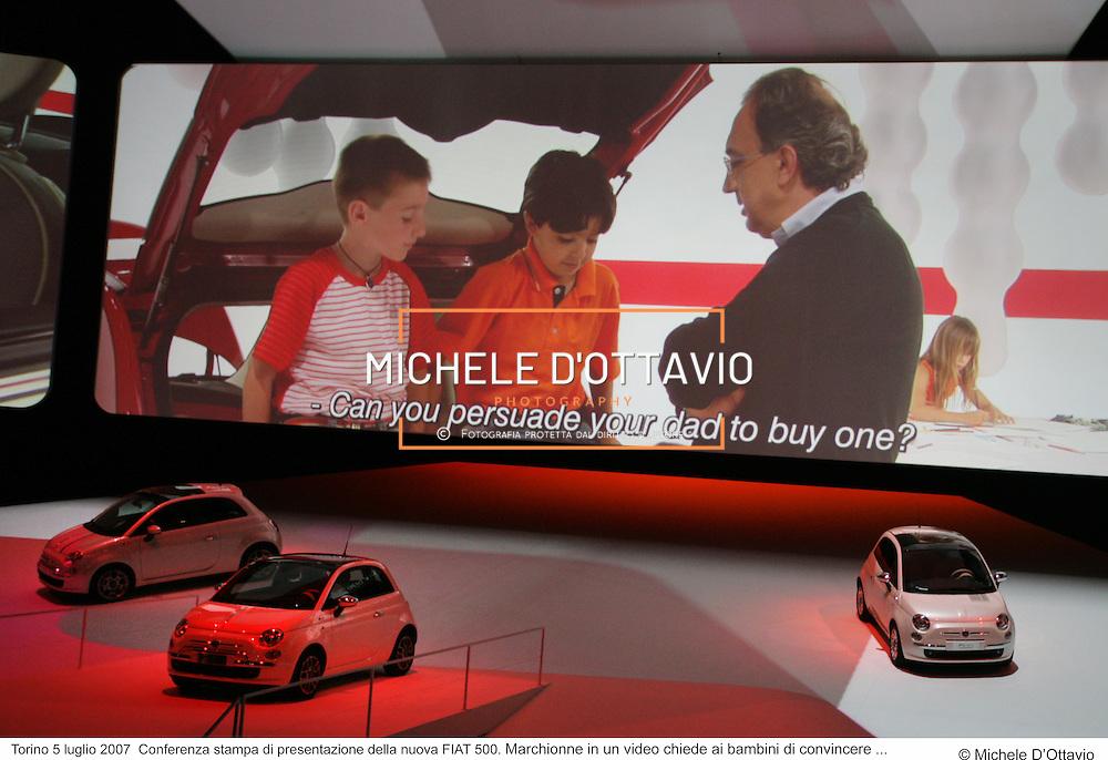 Torino 5 luglio 2007  Conferenza stampa di presentazione della nuova FIAT 500. Marchionne in un video chiede ai bambini di convincere ....fotografia di  Michele D'Ottavio