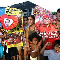 Simpatizantes del presidente venezolano, Hugo Chávez en Maracaibo, Edo Zulia. (ivan gonzalez)