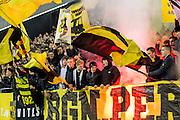ARNHEM - Vitesse - PSV , Voetbal , Eredivisie , Seizoen 2016/2017 , Gelredome , 29-10-2016 ,  Sfeer en vuurwerk bij de supporters bij opkomst