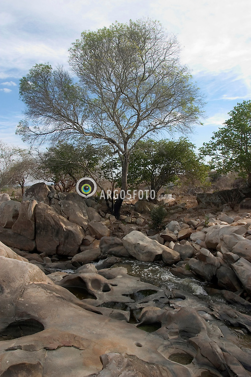 Inga, PB, Brasil. 31/Jan/2005.Rio Inga, no sitio arquelogico onde se encontram  inscricoes rupestres. Itacoatiara - Pinturas na Pedra./ Inga river, in the Archaeological site where there are many rock paintings. .Foto Marcos Issa/Argosfoto