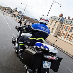 Patrouille de policiers motocyclistes de la FMUD 78 (Formation Motocycliste Urbaine D&eacute;partementale). D&eacute;placements &agrave; moto, contr&ocirc;les de v&eacute;hicules. <br /> Novembre 2016 / Le Chesnay (78) / FRANCE<br /> Voir le reportage complet (85 photos) http://sandrachenugodefroy.photoshelter.com/gallery/2016-10-Motards-police-FMUD-78-Complet/G0000RW3LK.yL2TY/C0000yuz5WpdBLSQ