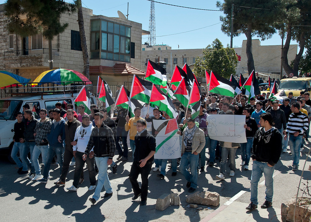 © London News Pictures 15/03/11. Thousands of non-violent protesters are demonstrating accross the occupied Palestinian Territories today (15/03/11) calling for costitutional reform and for Palestinian factions to unite against the Israeli occupation. In Ramallah protesters are occupying rooftops and the city centre  until demands are met  -Picture credit should read Jack Laurenson/LNP