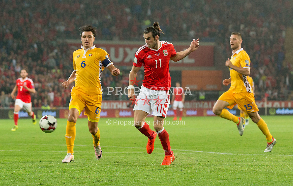 CARDIFF, WALES - Monday, September 5, 2016: Wales' Gareth Bale scores the 3rd goal against Moldova during the 2018 FIFA World Cup Qualifying Group D match at the Cardiff City Stadium. (Pic by Paul Currie/Propaganda)