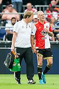 ROTTERDAM - Feyenoord - Vitesse , Voetbal , Seizoen 2015/2016 , Eredivisie , De Kuip , 23-08-2015 ,  Speler van Feyenoord Rick Karsdorp (r) loopt geblesseerd van het veld met verzorger Fred Zwang (r)