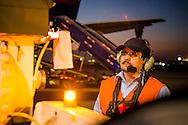 Operador Air Bp Luis Humberto Guerra, Abastecimiento Aeronave, Aeropuerto Arturo Merino Benitez. Copec, 80 años. Santiago de Chile. 26-06-15, 19:09:25 (©Alvaro de la Fuente/Triple.cl)