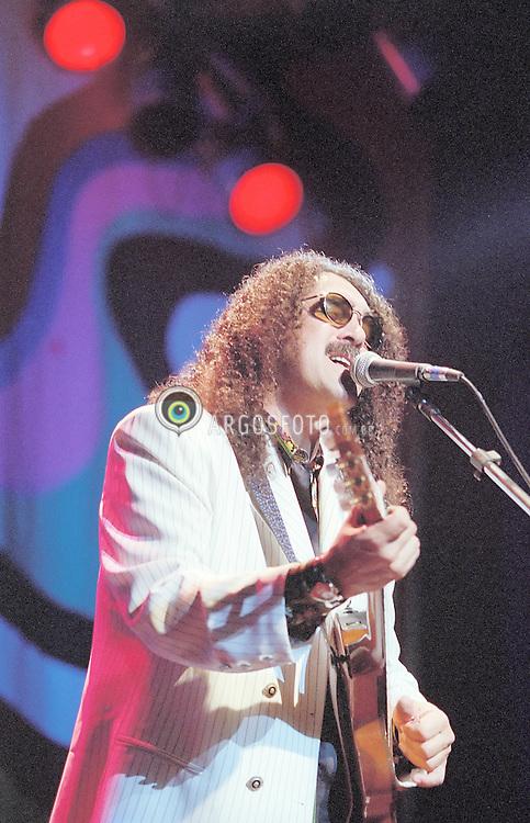 Sao Paulo, SP, Brasil. 13/julho/1998..Moraes Moreira, show dos Novos Baianos./ Novos Baianos concert, Moraes Moreira.Foto © Marcos Issa/Argosfoto