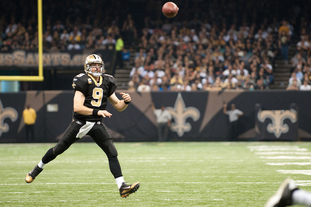 21 November 2010: New Orleans Saints quarterback Drew Brees (9) throws pass to New Orleans Saints wide receiver Marques Colston (12) during the first half of the game. New Orleans Saints leads Seattle Seahawks 27 -16 at first half.