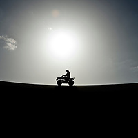 Al-Ain (Abu Dhabi), United Arab Emirates 04 April 2009.Arabs and tourist drive cuatris in the  desert of AL Ain..PHOTO: EZEQUIEL SCAGNETTI