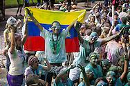 """La Carrera Color, también conocida como la """"Carrera más feliz del Planeta"""", se realizó en el municipio Chacao del Distrito Metropolitano de Caracas. Más de 3 mil corredores salieron a recorrer 5K y dejar a un lado el estrés. Caracas, 01 de diciembre de 2013. (Fotos / Ivan Gonzalez)"""